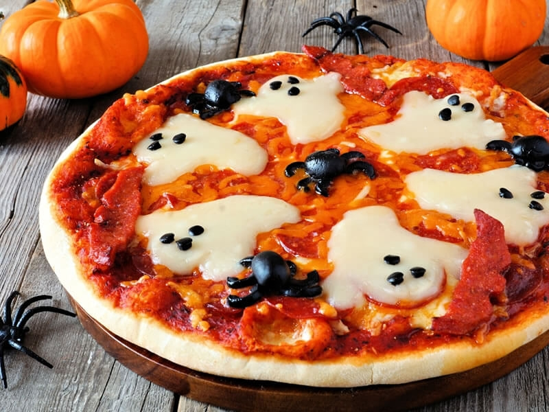 recette pr parez une pizza effrayante pour halloween. Black Bedroom Furniture Sets. Home Design Ideas