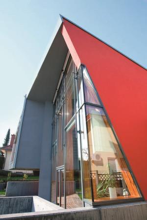 façade rougeâtre