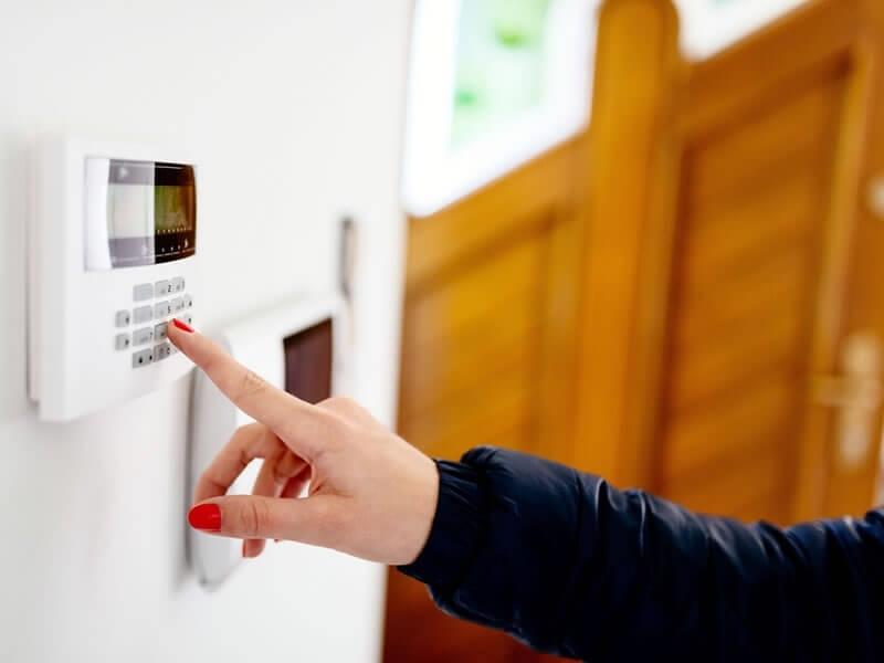 a5ec9a44da40a Vous partez en vacances et souhaitez assurer la sécurité de votre logement  durant celles-ci   Concilier sécurité de la maison et voyage nécessite de  prendre ...