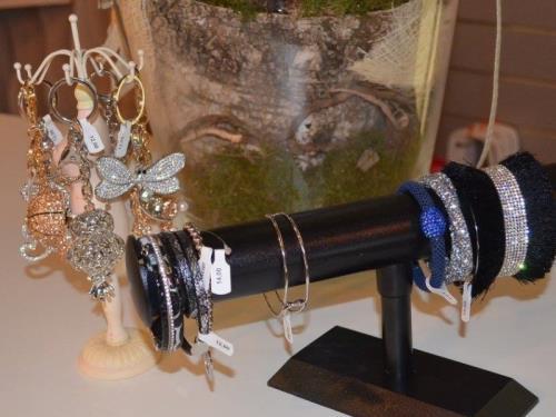 Bracelets, portes clés