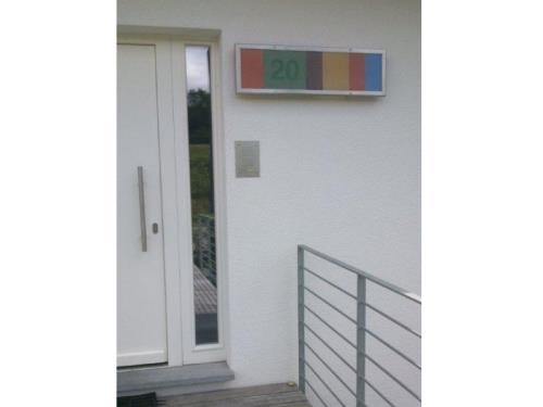 Enseigne lumineuse avec numéro de maison