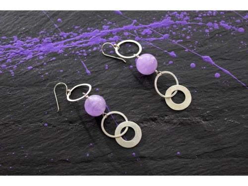 Boucles d'oreilles d'anneau et d'améthyste