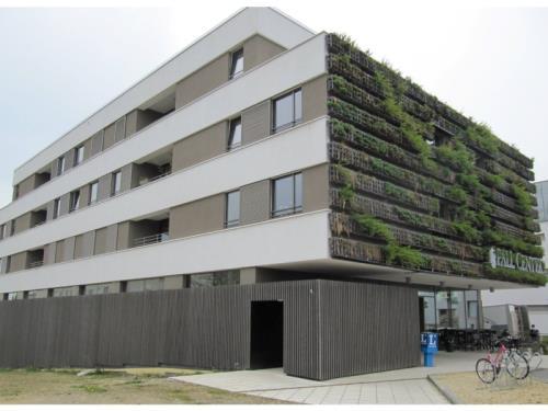 façade pall center