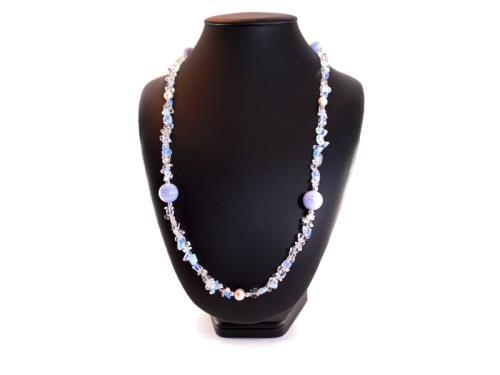 Collier de pierre de lune, de perles et de calcédo