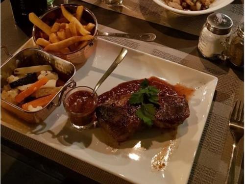 Plats, restaurant