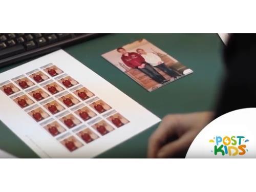 Wie kommt das Bild auf die Briefmarke?