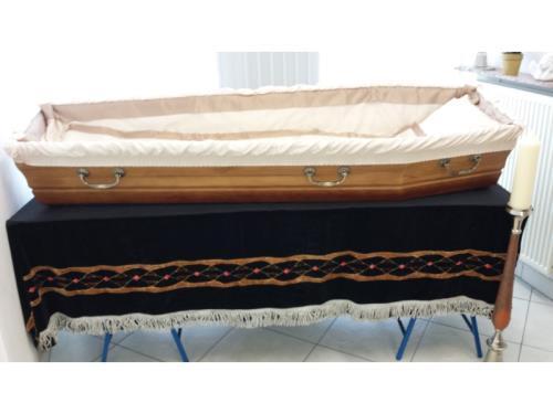 habillage intérieur du cercueil en tissu