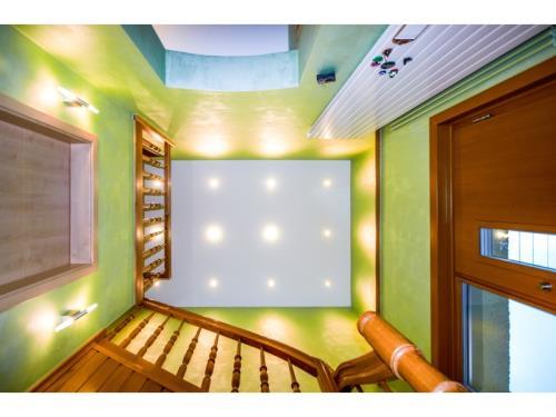Stretch ceilings & -walls
