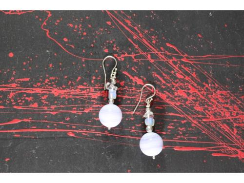 Boucles d'oreilles de pierre de lune et de calcédo