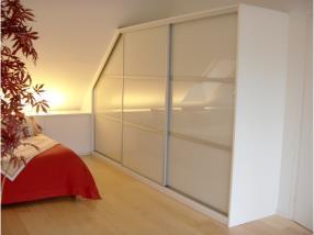 Chambre: droit et sous-pente, verre laqué