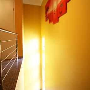 Pinto décors Berchem Luxembourg peinture intérieure escalier