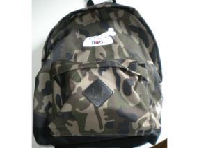 broderie sur sac à dos camouflage