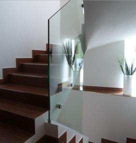 Glasgeländer im Treppenhaus