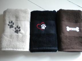 Broderie sur serviette de bain