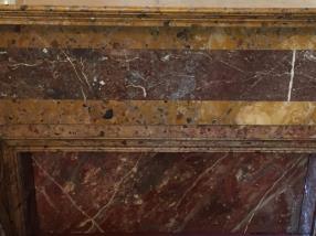 Faux-marbre : rideau de cheminée