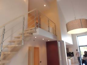 Escalier intérieur et extérieur.