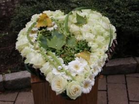 Coeur en blanc pour enterrement