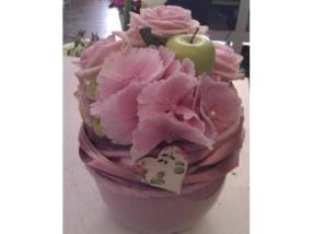 Arrangement rose avec hortensia, roses et ruban