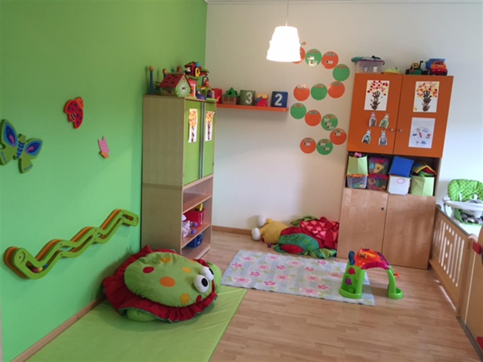 cr che les frimousses activit s pour enfant cr che et foyer de jour editus. Black Bedroom Furniture Sets. Home Design Ideas
